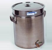三级过滤桶:油箱至油桶,油桶至油壶,油壶至设备