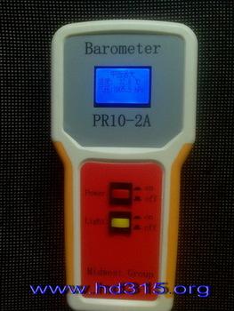 高精度便携式数字气压计(液晶显示,温度测量。测量范围300~1100 hPa ,精度±1.5 hPa,分辨率0.1 hPa)