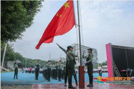 开学首日 东莞理工学院举行升旗仪式