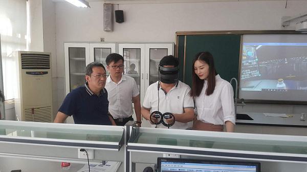和思易亮相武汉中学实验展会  VR课程好评如潮