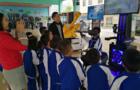 广东花都区小学迎VR机器人实物体验教育