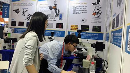 明美北京科学仪器展现场
