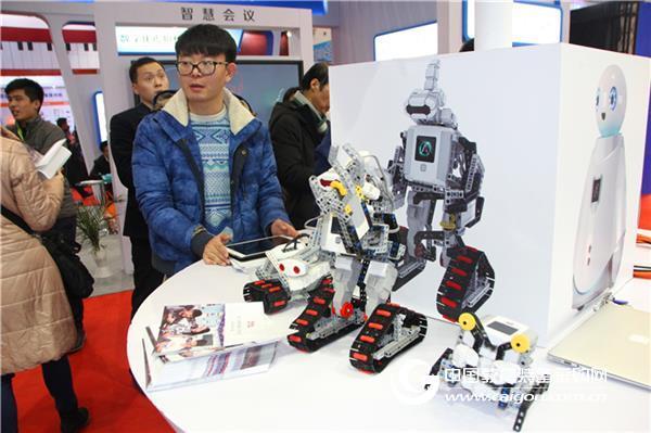 第28届北京教装展:中教美育漫步云端